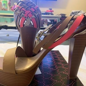 Shoes - Betseyville tan strappy heels